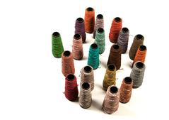 fils de cuir découpés à la machine laser et à la main