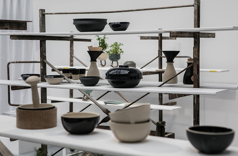Exposition au Grand Palais du workshop Ensad x la Manufacture de Grès de Digoin projet soutenu par la Chaire innvation et savoir-faire