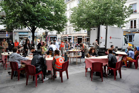 À Table ronde, A *** urban mobile restaurant that creates social bonds by offering *** food to homeless and local people