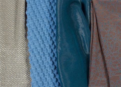 Chemise en toile de coton et soie, imprimée rétro-réfléchissante, Pantalon déperlant en sergé double trame coton et nylon, Pull de maille plissée en laine, Veste en quadrillé de soie et fils rétro-éclairants